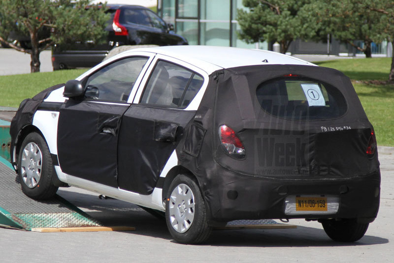 m1eyshfbe7kt 800 2012 Hyundai i20 facelift spied for the first time.