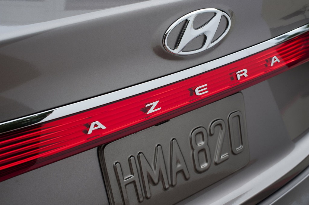 azera33 1024x681 2011 LA Auto Show: Hyundai makes the official debut of the new Azera [w/video].