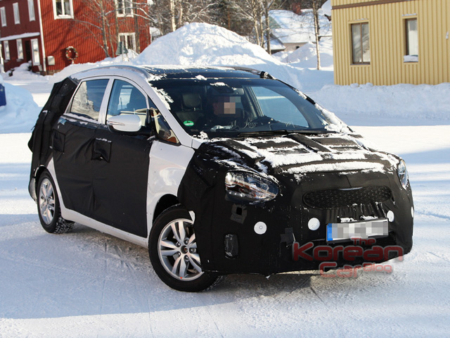 158009 Scooped: Kia prepares an MPV to fight with Renault Scnic and Citroen C4 Picasso.