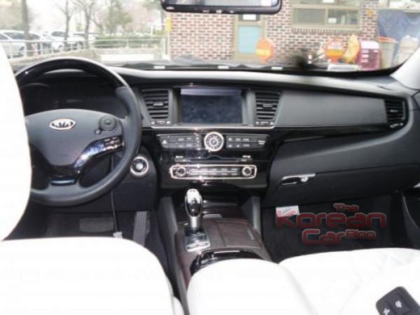 2012-kia-k9-interior-revealed-5.png
