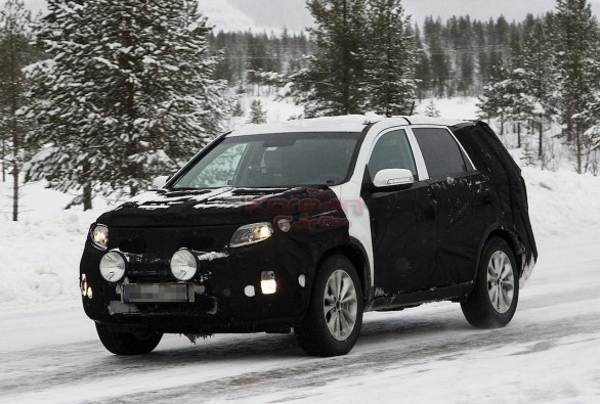 2013 kia sorento facelift caught winter 2 Scooped: 2013 Kia Sorento facelift caught testing in the winter.