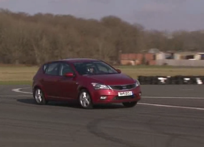 top gear matt leblanc kia ceed Top Gear: Matt LeBlanc drives the Kia cee'd.