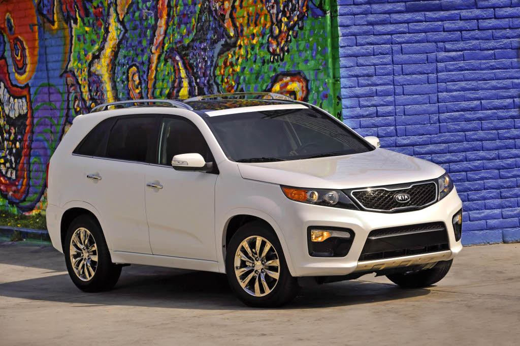 15 US: 2013 Kia Sorento receives a slightest facelift.