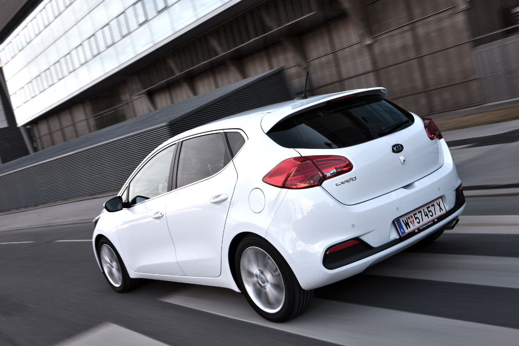Kia Ceed dynamic 12.JPG New official pictures and details of the 2012 Kia ceed.