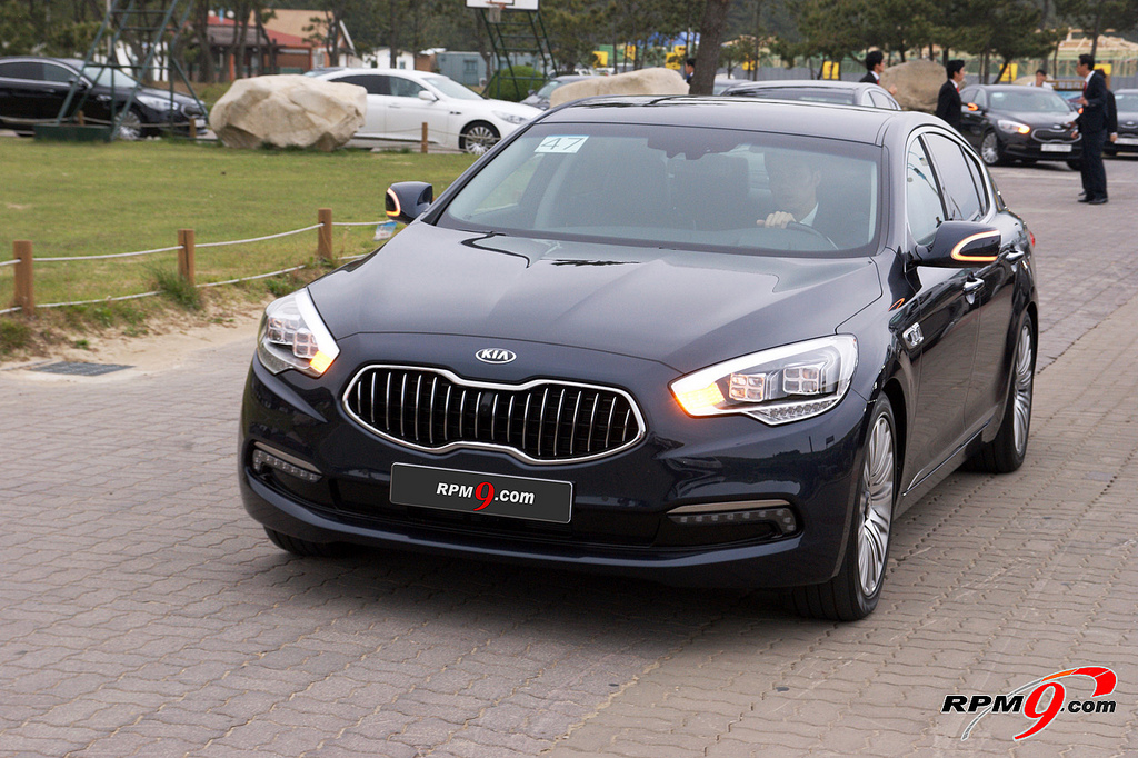 7209472198 96cf30e48b b Photo Gallery: Kia K9 at the press event in South Korea.