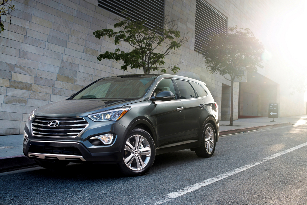 37787 1 12 2012 LA Auto Show: 6/7 passenger Hyundai Santa Fe adds people to the equation