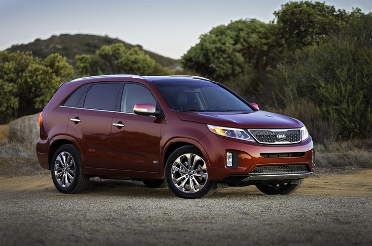5143 1 2 2012 LA Auto Show: The refreshed Sorento available with the 3.3 GDi