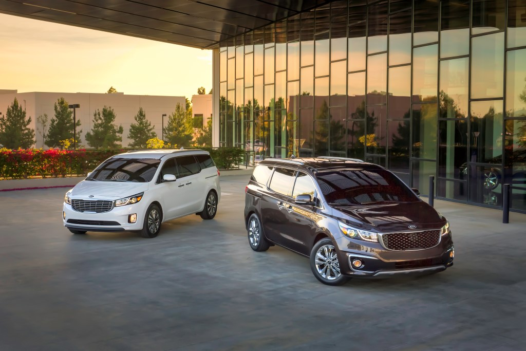 2015-kia-sedona-revealed (30)