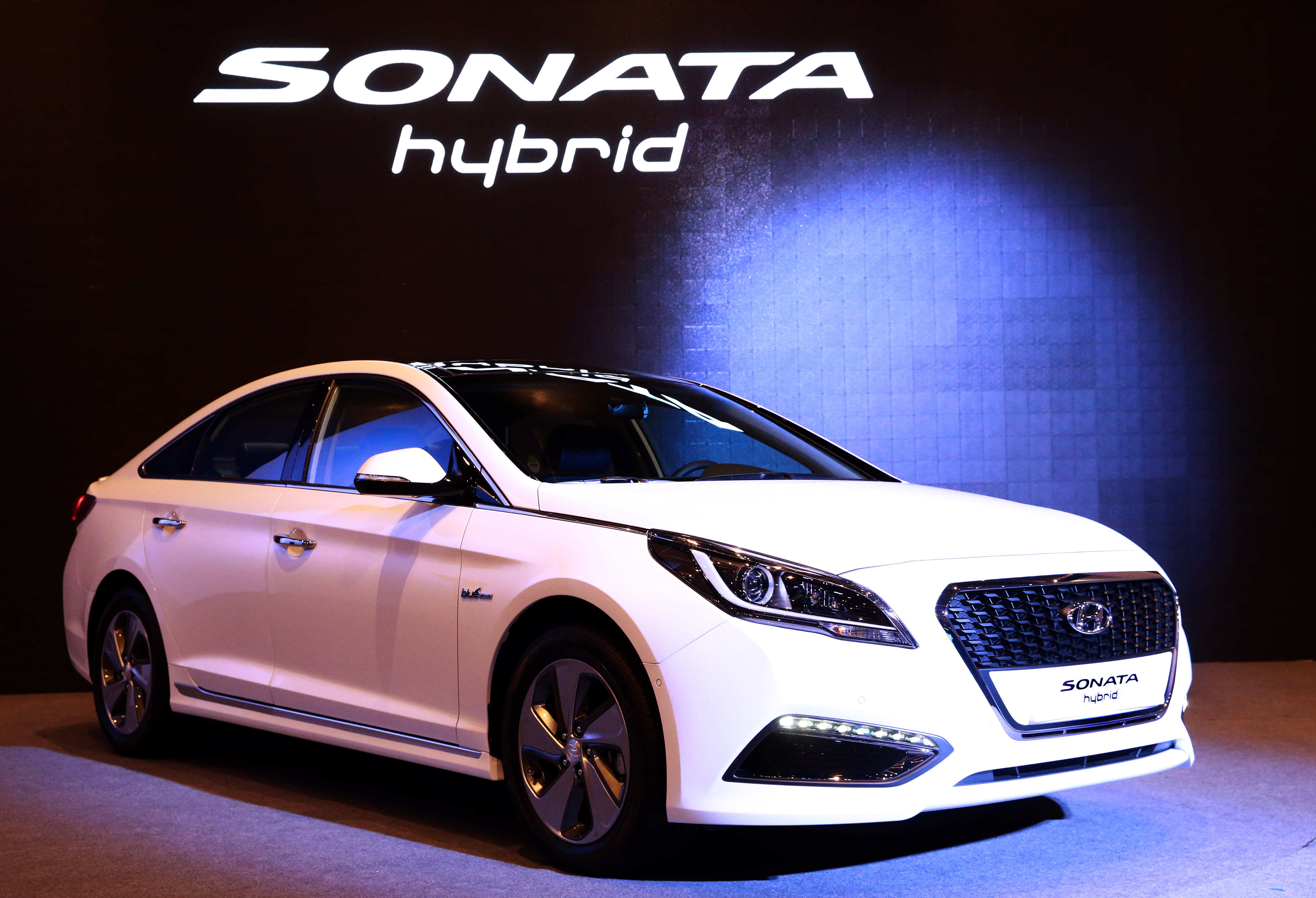 hyundai revealed new sonata hybrid us spec to be revealed in detroit the korean car blog. Black Bedroom Furniture Sets. Home Design Ideas