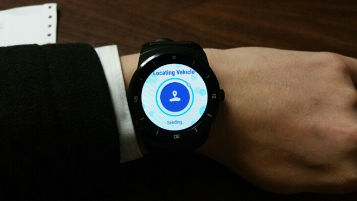 auto buzz hyundai blue link smartwatch app available. Black Bedroom Furniture Sets. Home Design Ideas