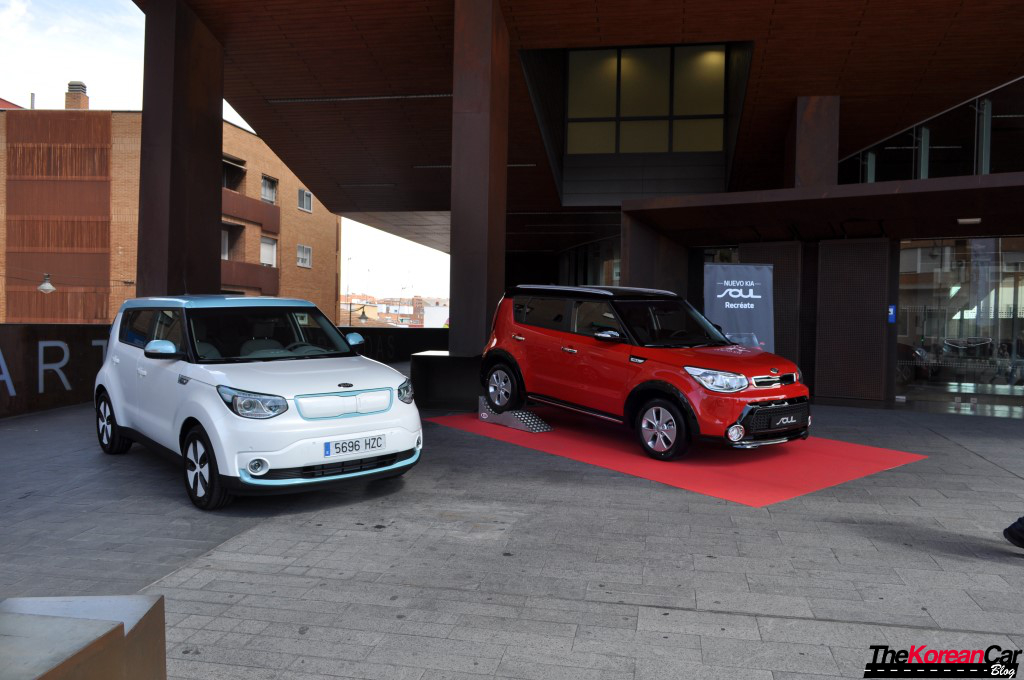 2015-kia-soul-ev-review (17) (Custom)