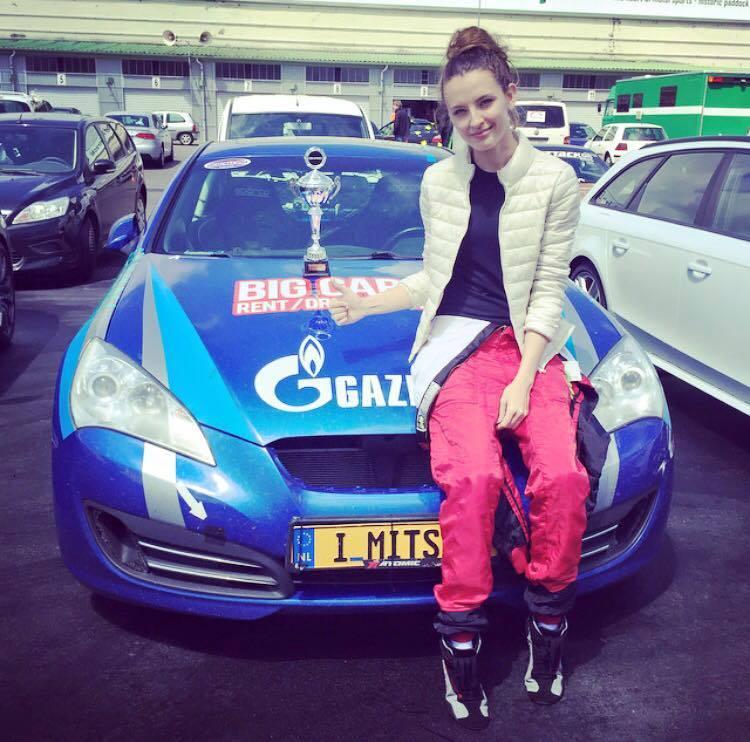interview tatiana genesis coupe race car thekoreancarblog (2)