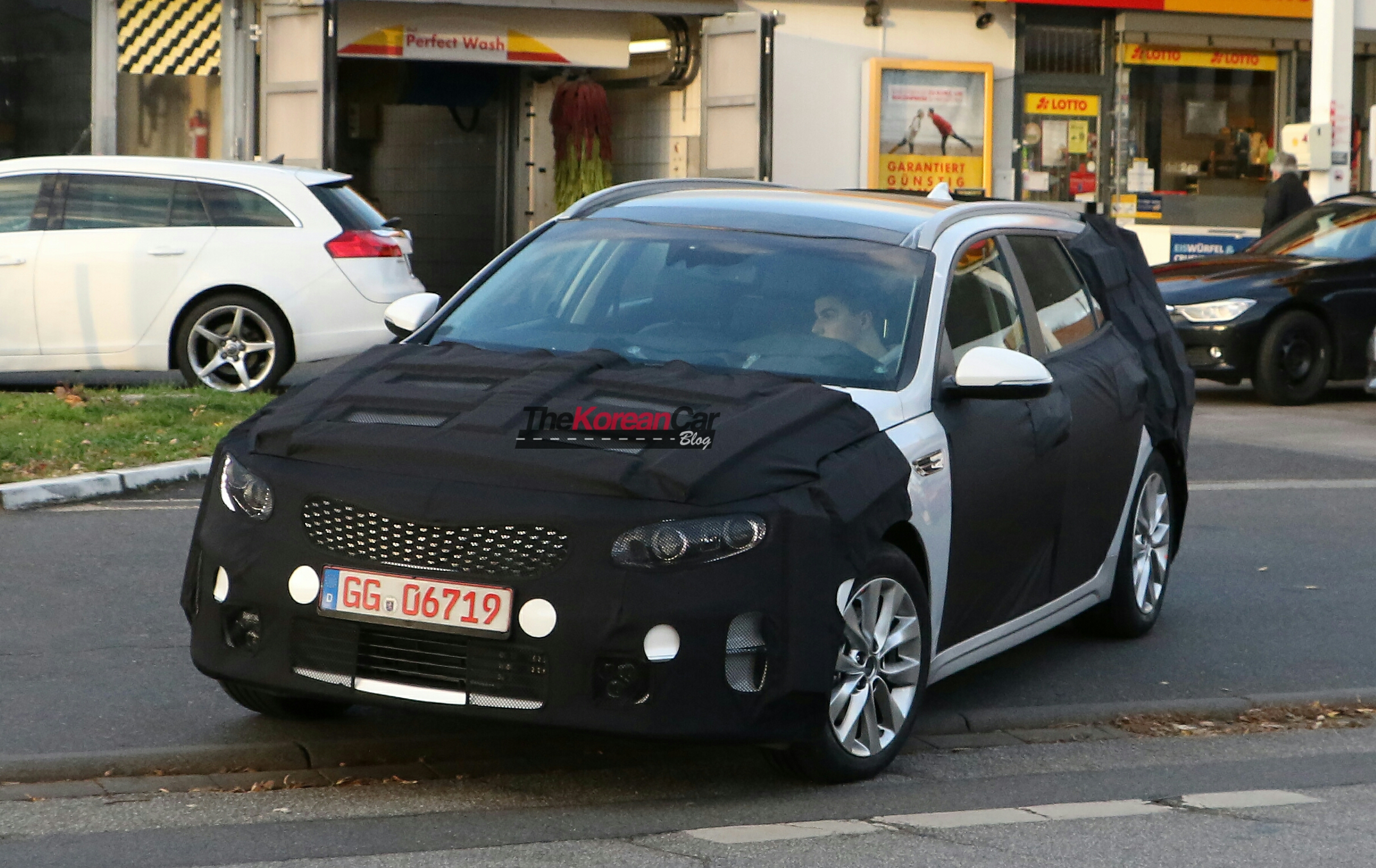 kia optima wagon spied for the first time the korean car blog. Black Bedroom Furniture Sets. Home Design Ideas