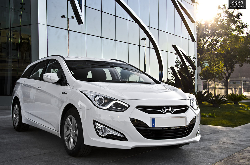 Review: 2012 Hyundai i40 CW Blue Drive 1 7 CRDi 136 hp