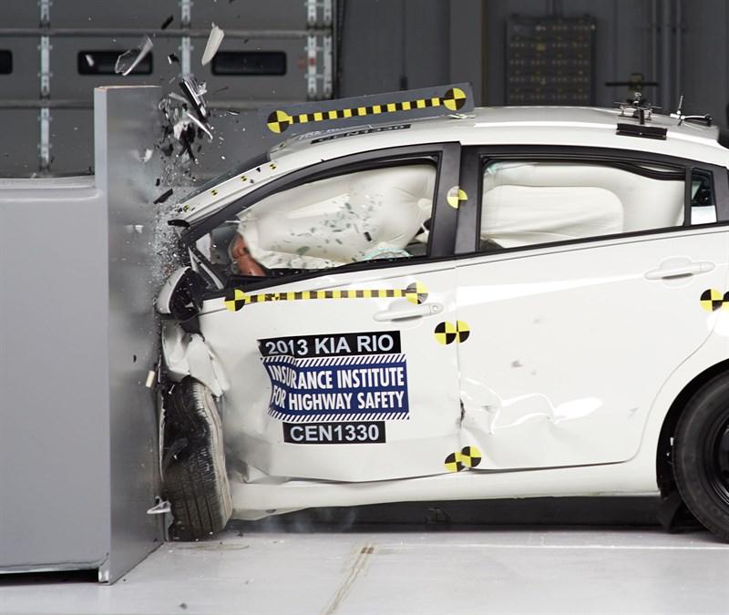 2013-kia-rio-small-overlap-crash-test-4