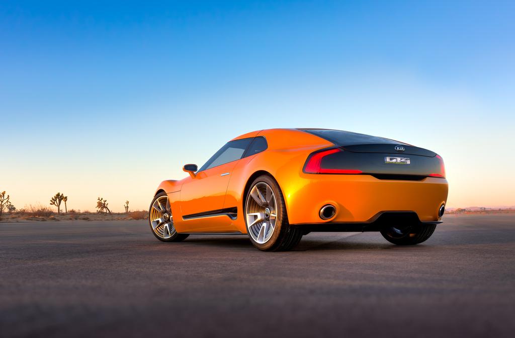 Kia_GT4_Stinger_concept_unveiled_at_2014_Detroit_Motor_Show_Kia_50032