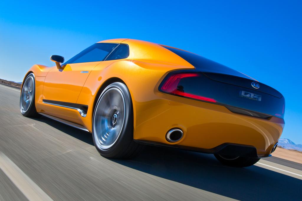 Kia_GT4_Stinger_concept_unveiled_at_2014_Detroit_Motor_Show_Kia_50038
