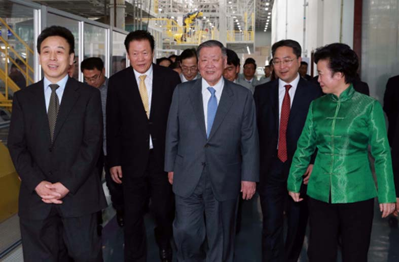 hyundai-chairman-sign-deal-new-china-plant
