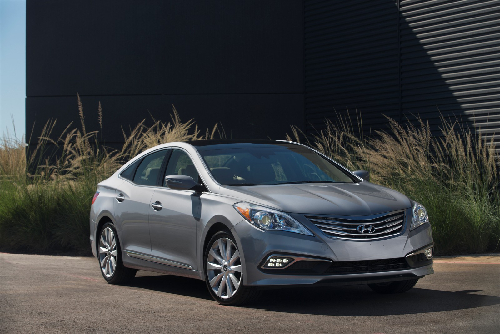 US: Hyundai Launched the Refreshed 2015 Azera