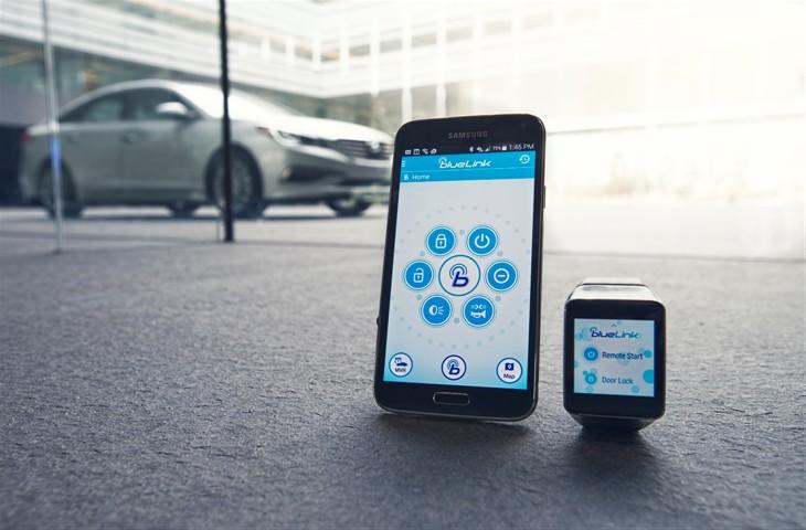 Hyundai Debuts BlueLink SmartWatch App at CES 2015