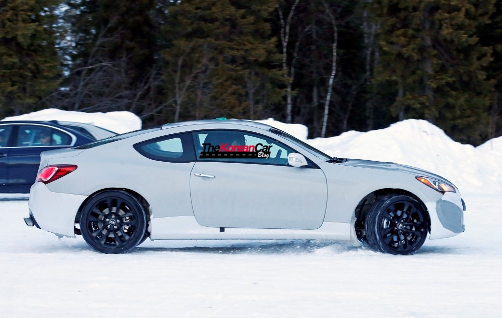 2017-hyundai-genesis-coupe-test-mule-spied-in-sweden (6)