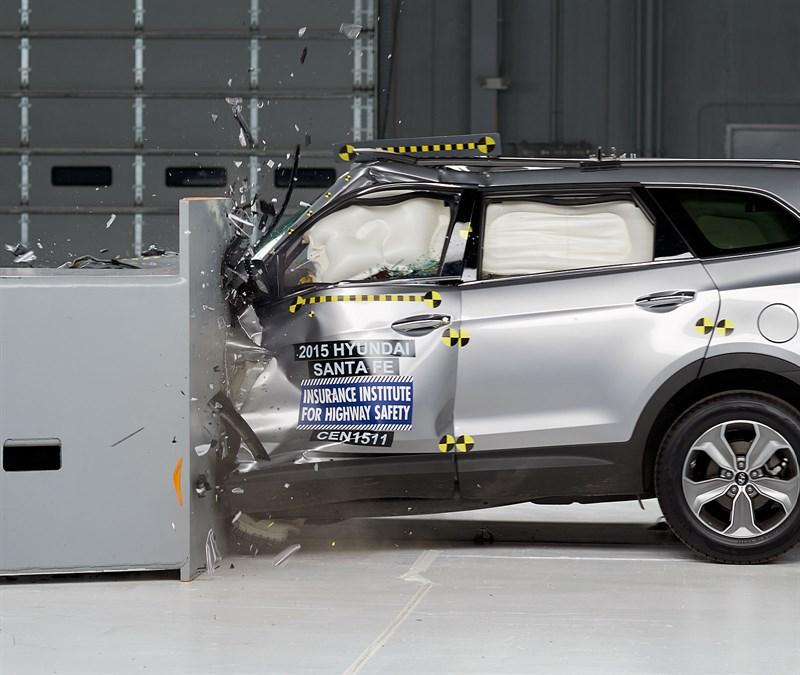 2015 Hyundai Santa Fe Rated Marginal Small Overlap