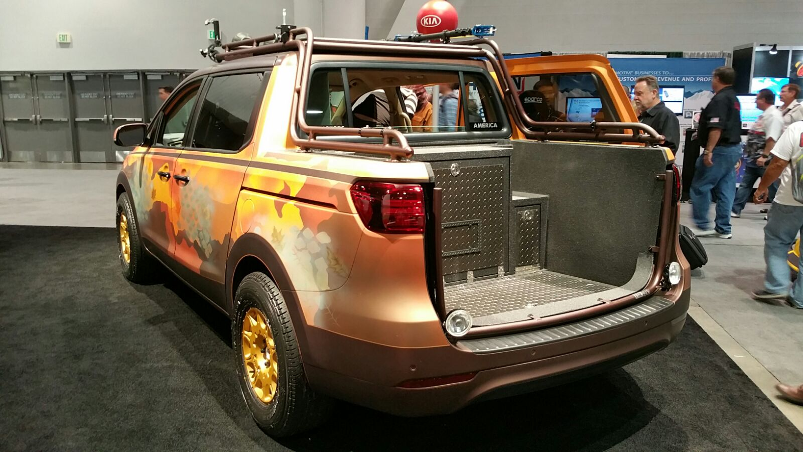 Photo Safari Kia Sedona at SEMA