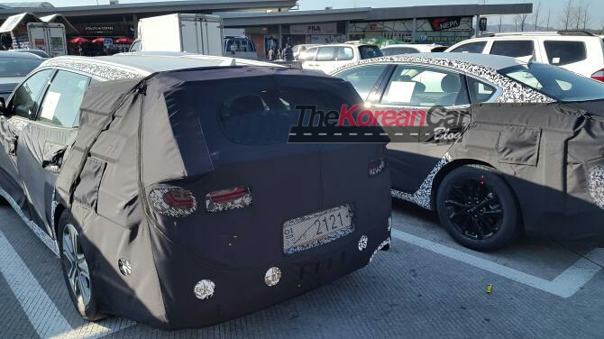 Kia Optima Wagon and K7 with Camouflage Spotted