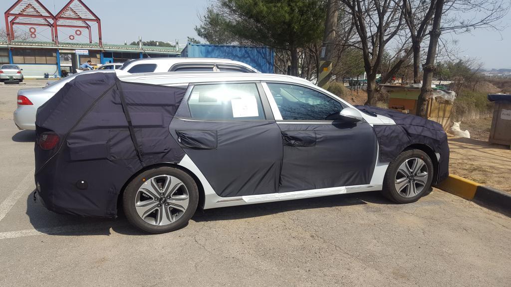 Kia Optima Sportswagon Hybrid Spotted