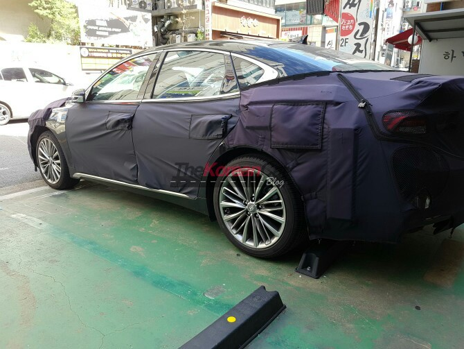 2018 Hyundai Grandeurcaught with heavy camouflage