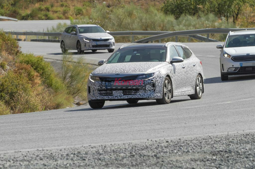 Kia Optima Sportwagon Hybrid Spotted in Spain