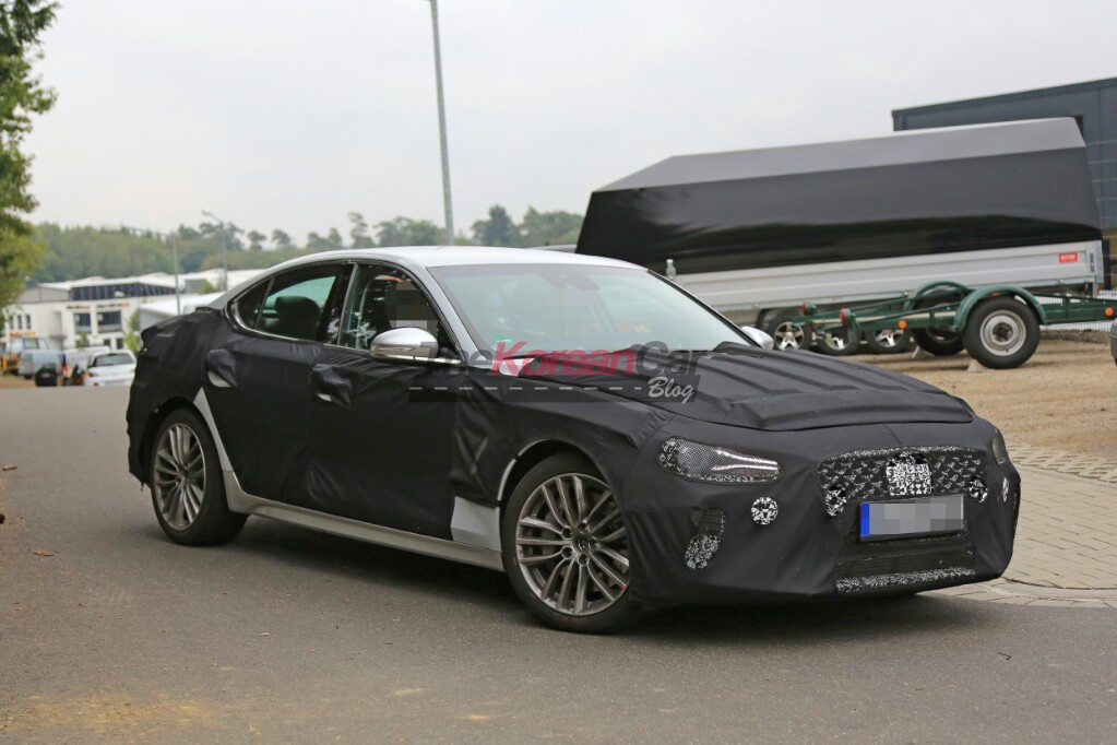 Genesis G70 spotted with interior picture