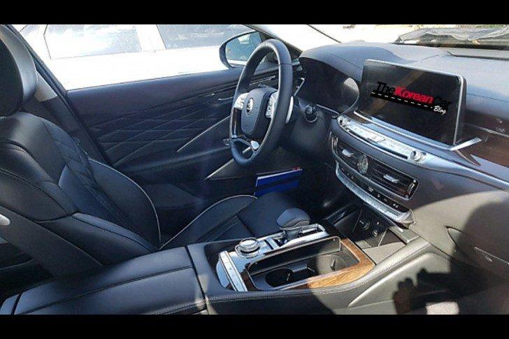 Kia K900 Interior Spied Undisguised