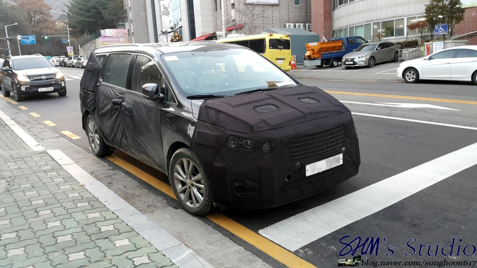 Scooped: Kia Sedona Facelift