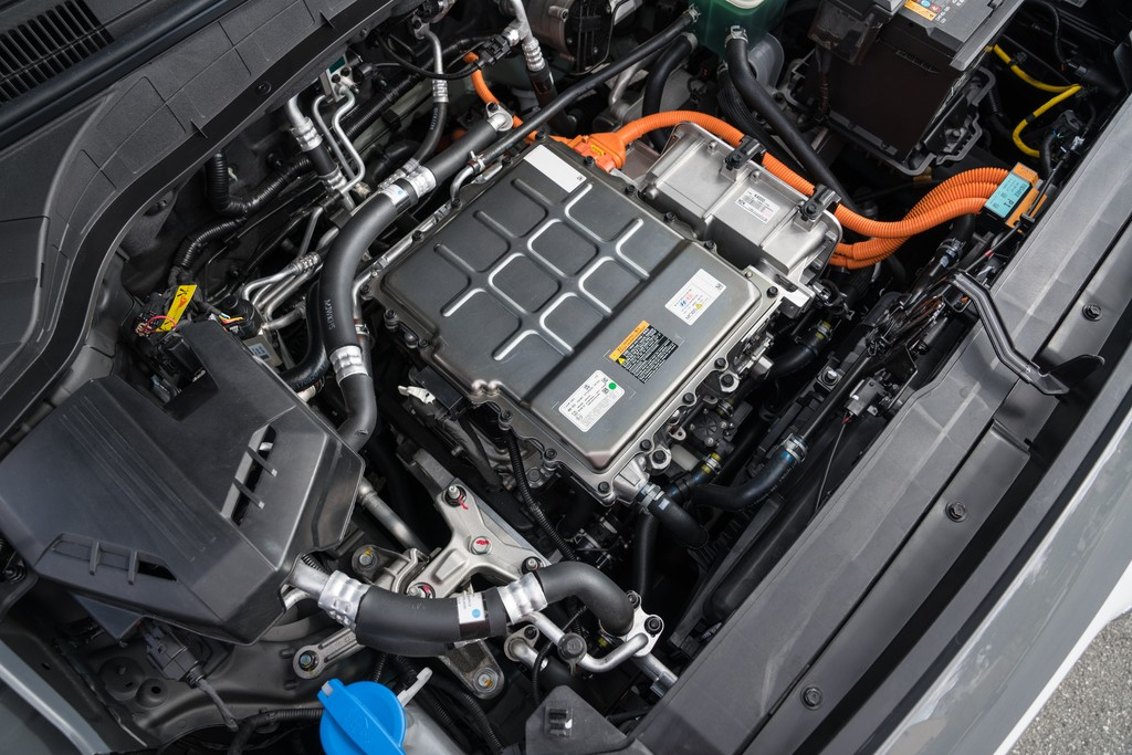 Hyundai NEXO & Kona EV on Wards Auto 10 Best Engine List