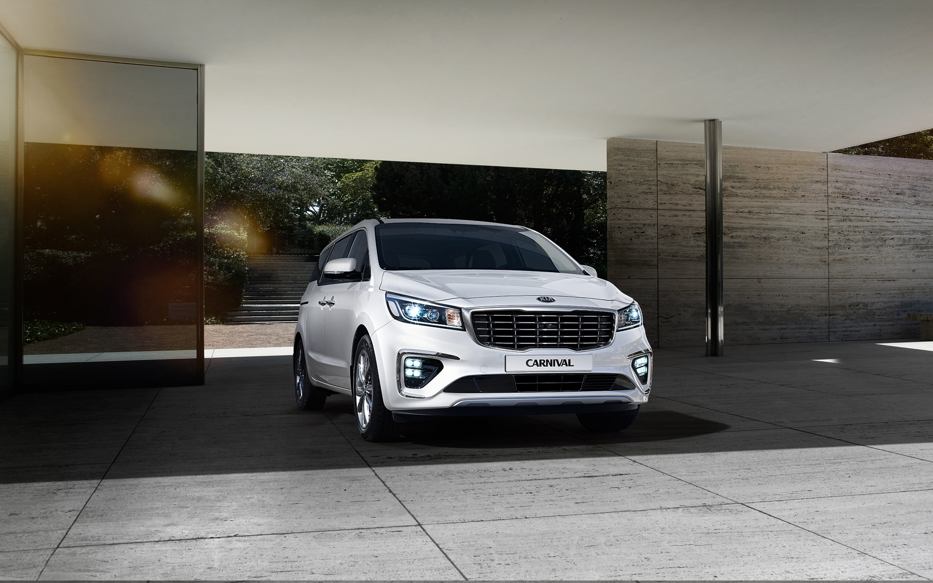 Facelifted Kia Sedona Revealed in South Korea