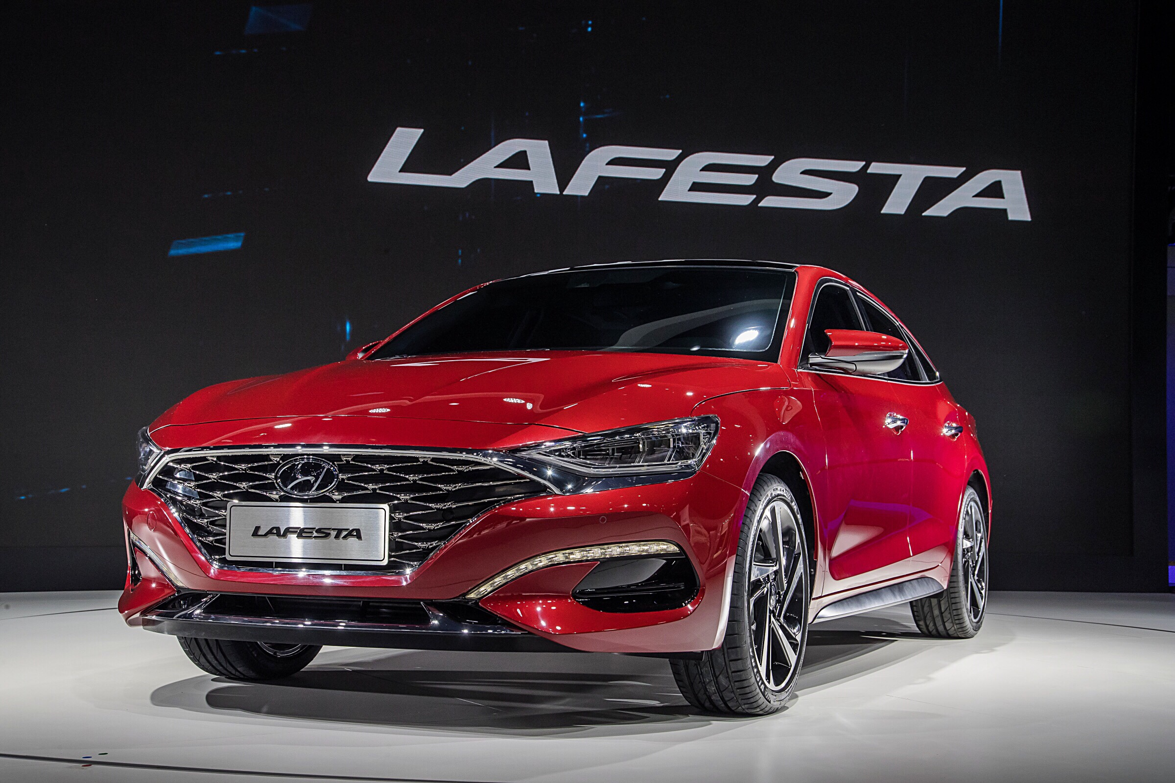 Hyundai Unveils Lafesta Sporty Sedan for China
