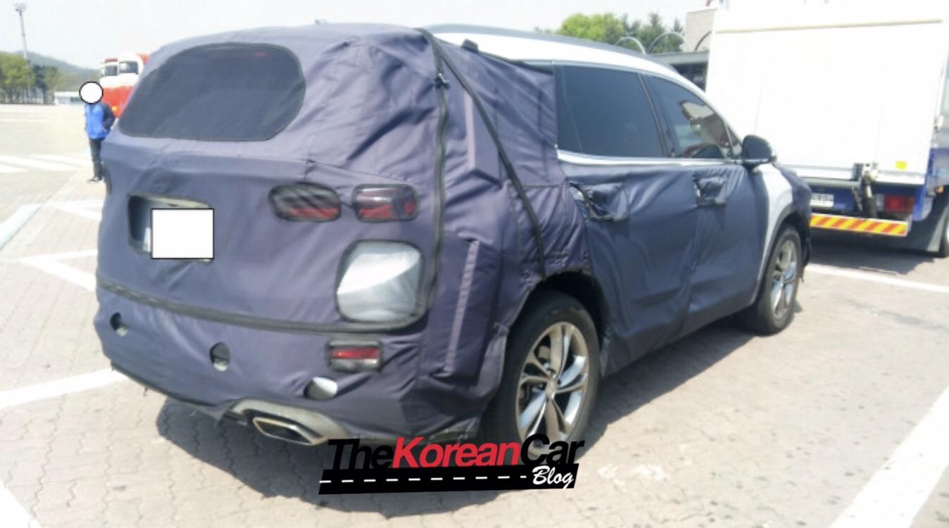 Hyundai Santa Fe Hybrid Spied Testing