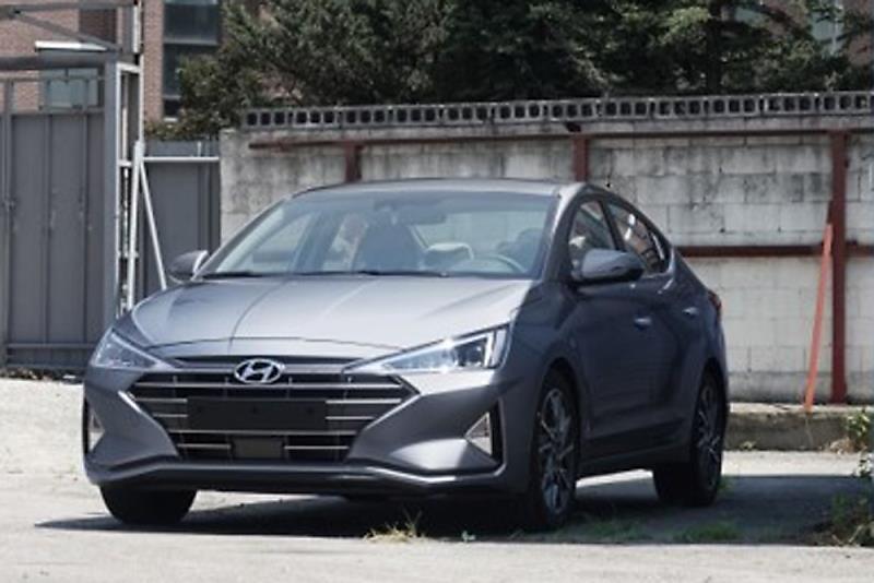 Hyundai Elantra Facelift Spied Undisguised (Updated)