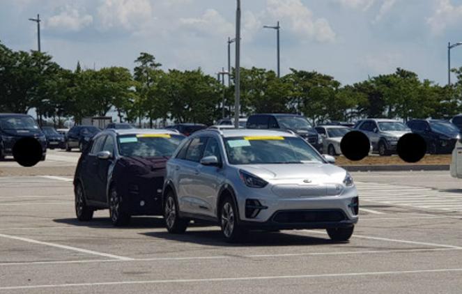 Mysterious Kia Sportage Caught Testing with a Niro EV