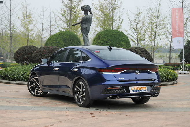 Full Gallery of China-only Hyundai Lafesta