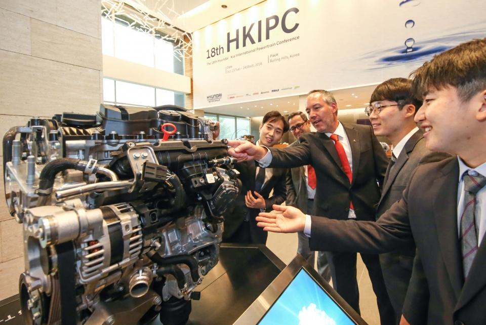 hyundai motor kicks out new engines (2)