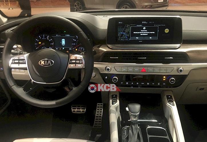 US-spec Kia Telluride Caught at KMA Dealer Show