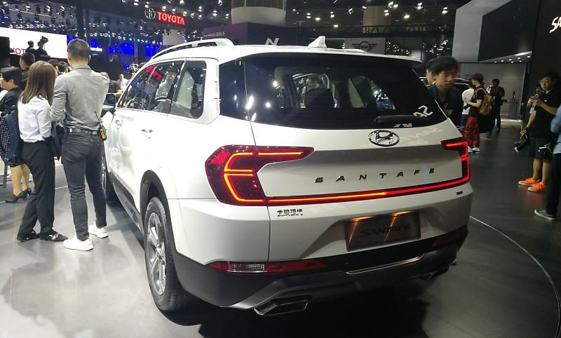 hyundai santa fe lwb china (1)