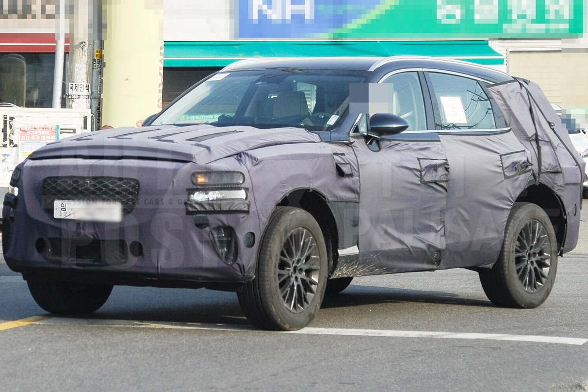 Genesis GV80 SUV Spied on its 2nd Stage