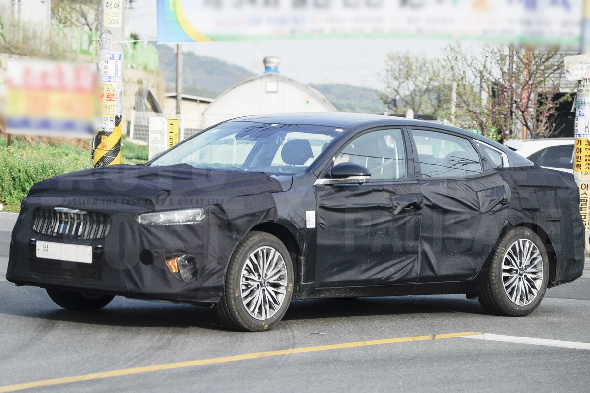 Kia Cadenza Facelift Spied In & Out