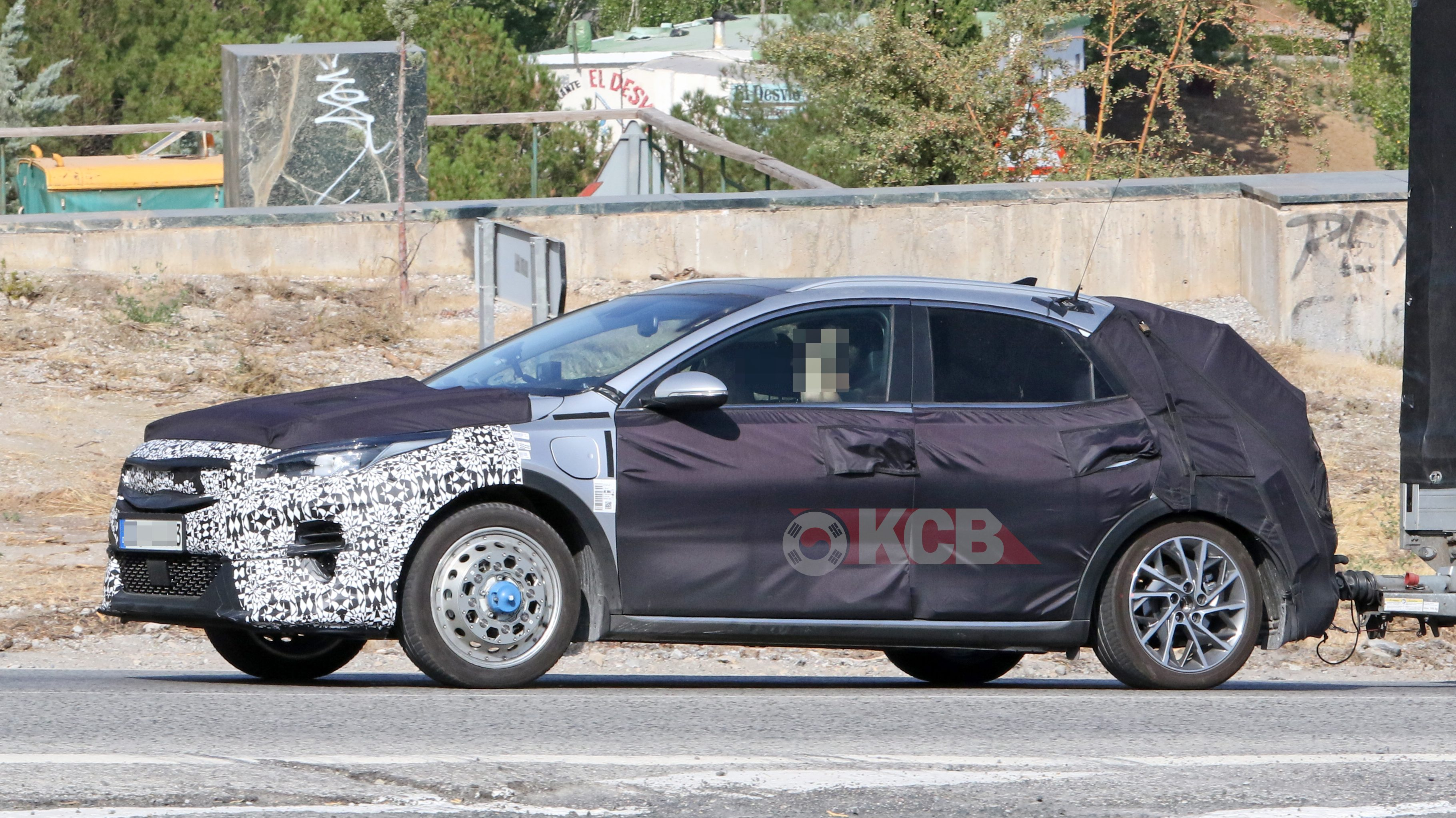 Kia XCEED Plug-in Hybrid Caught for the First Time