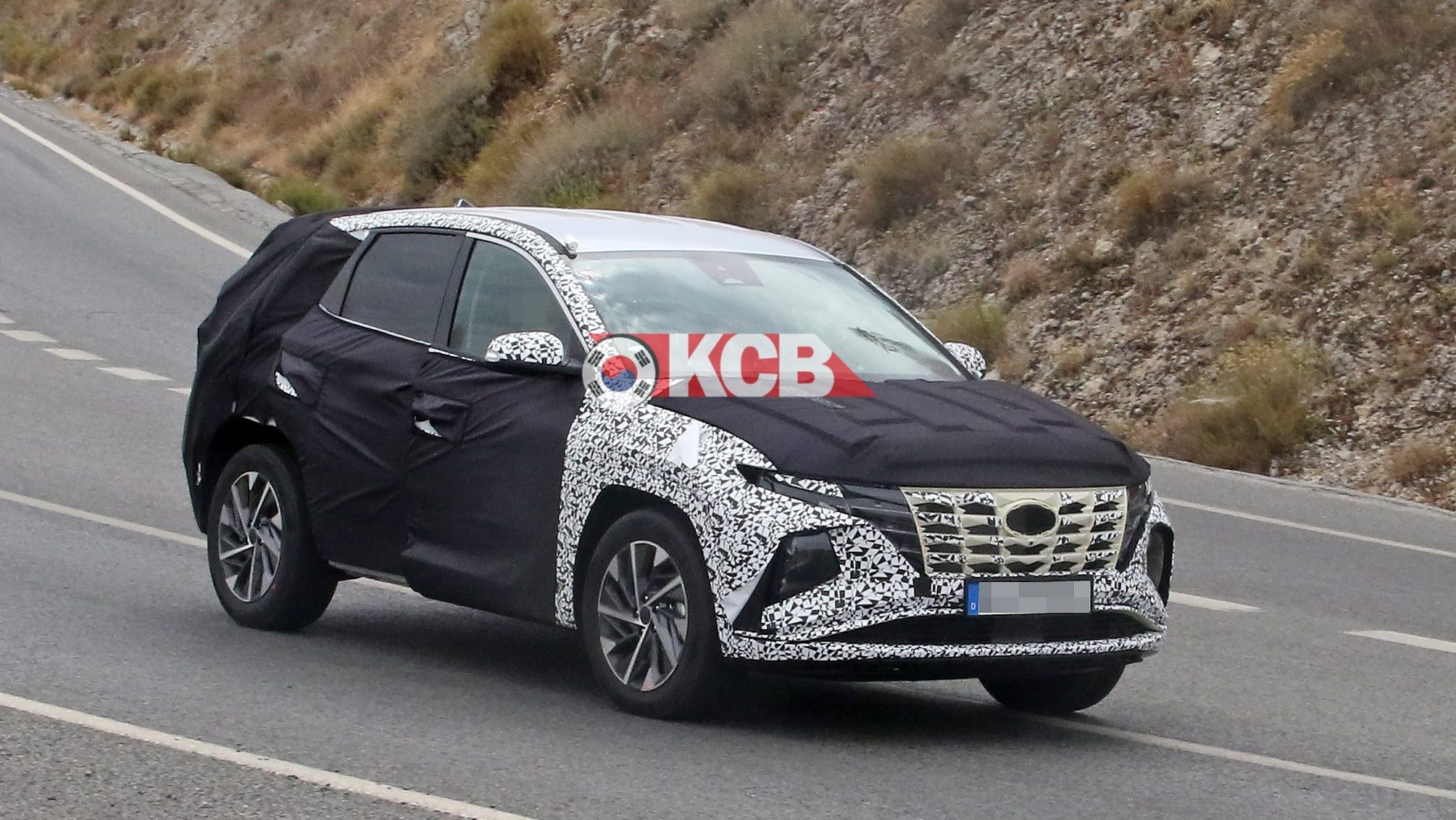 Next-gen Hyundai Tucson Spied Without Front Camouflage