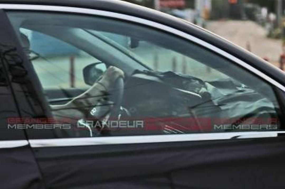 Hyundai Grandeur Facelift Spied Inside