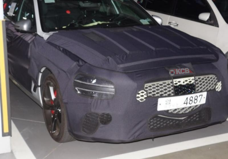 Genesis G70 Facelift Spied for the First Time